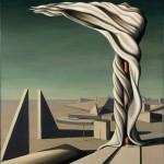 Una manta parecida a la victoria de samotracia se mueve mientras el viento le da., desierto y formas surrealistas.